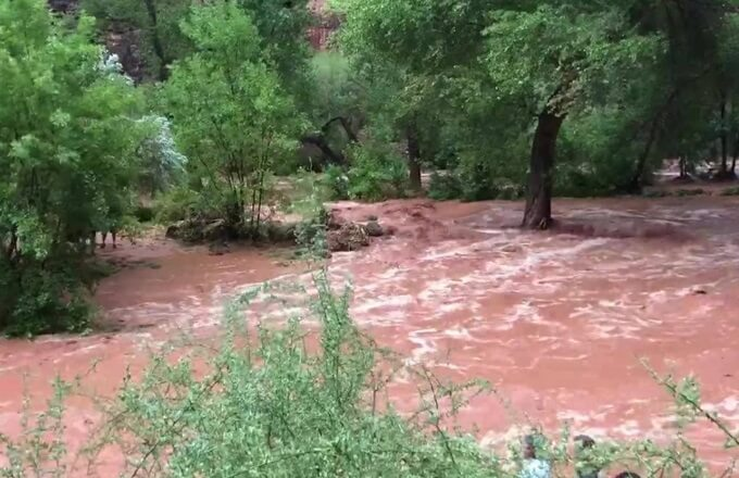 Flash flooding causes evacuations in Grand Canyon