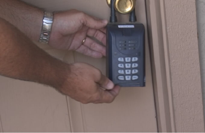 Scammers using 'lock boxes' to trick and dupe renters